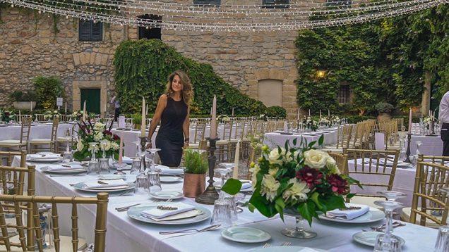 In questa foto la wedding planner Romina Davì, che cura gli allestimenti del matrimonio di Martina e Salvo