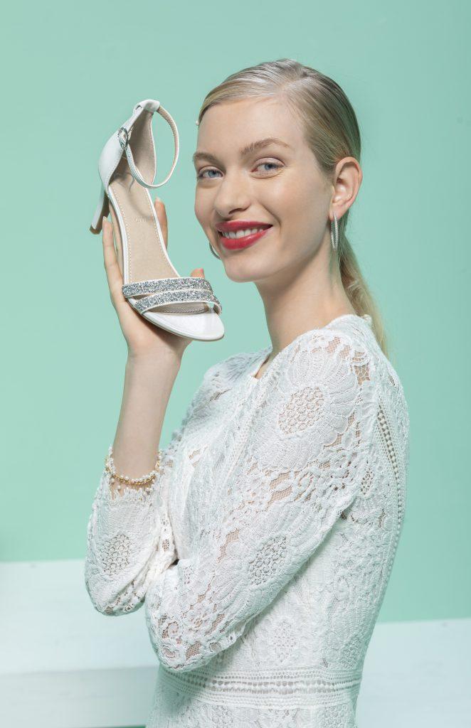 In foto un modello di scarpe da sposa Deichmann