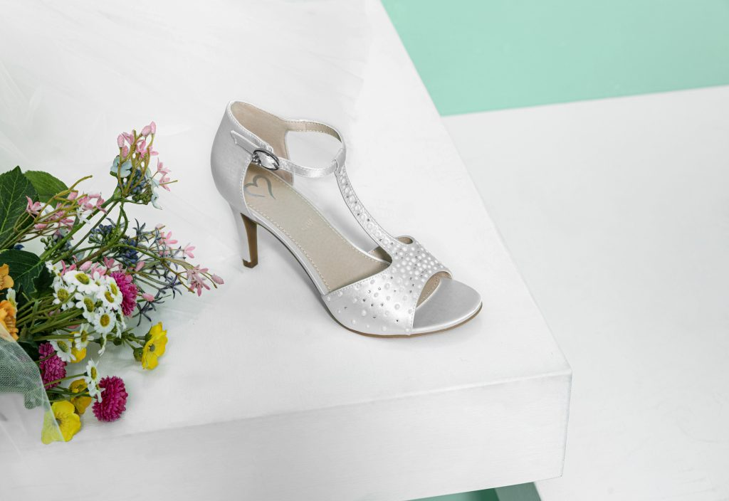 Un modello di scarpe da sposa Deichmann