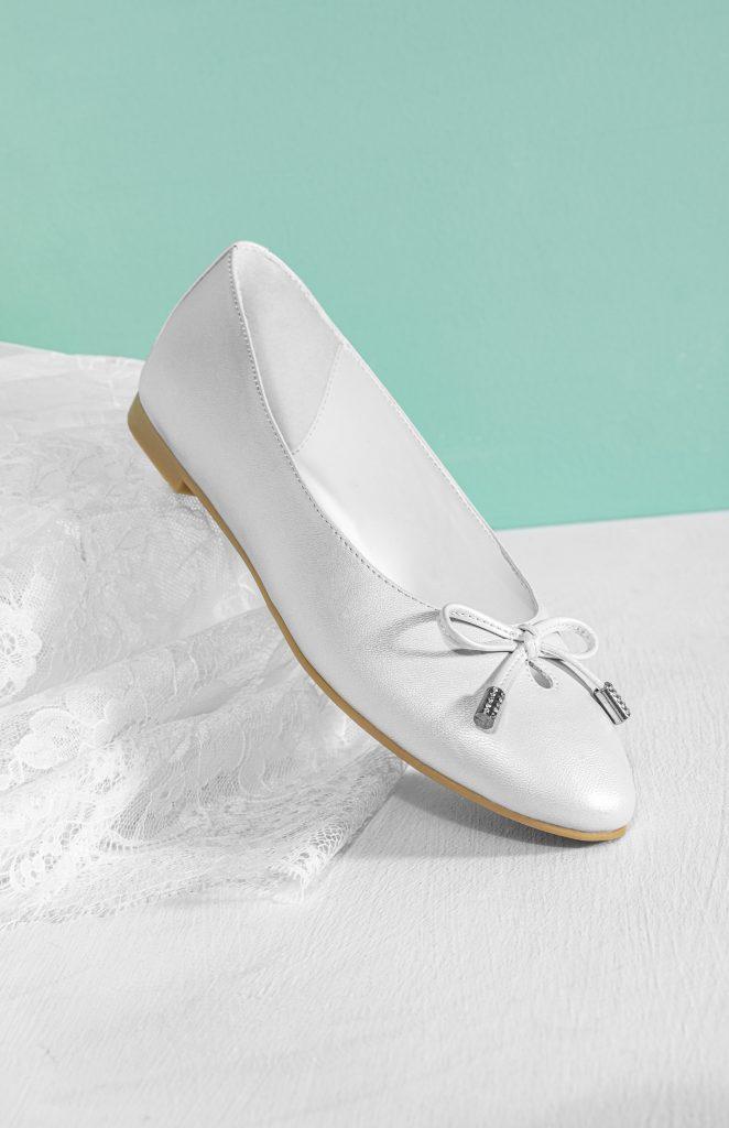 In foto un modello di ballerine da sposa che fanno parte della wedding collection Deichmann