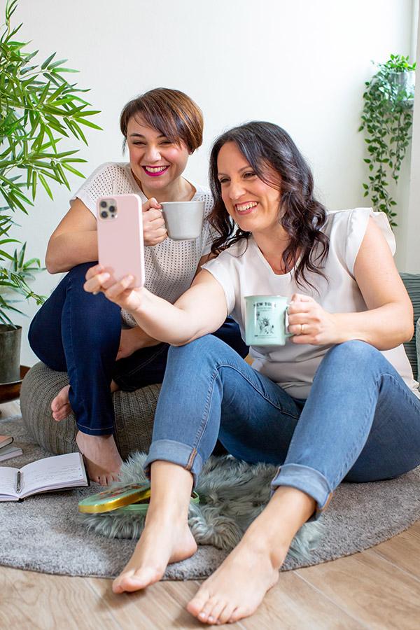 In questa foto le fondatrici di Anami, Tania Costantino e Martina Polimeni