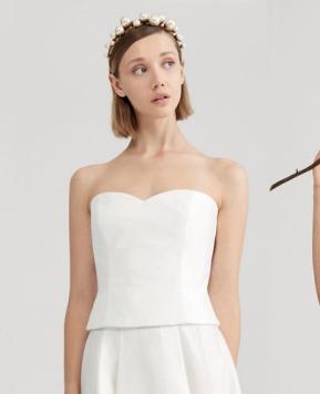 Max Mara Bridal 2021, uno stile puro ed elegante per la sposa moderna