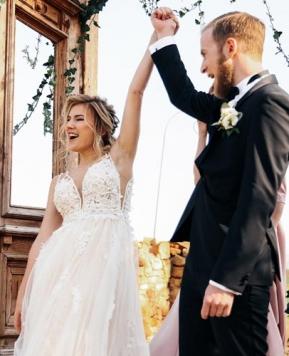 Matrimoni al via dal 15 giugno, sì alle feste ma con il Green pass
