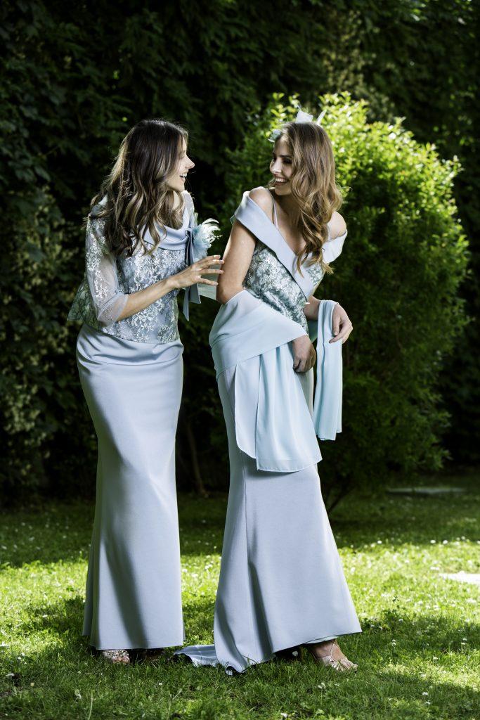 In questa immagine due abiti da cerimonia per le mamme Musani 2021.