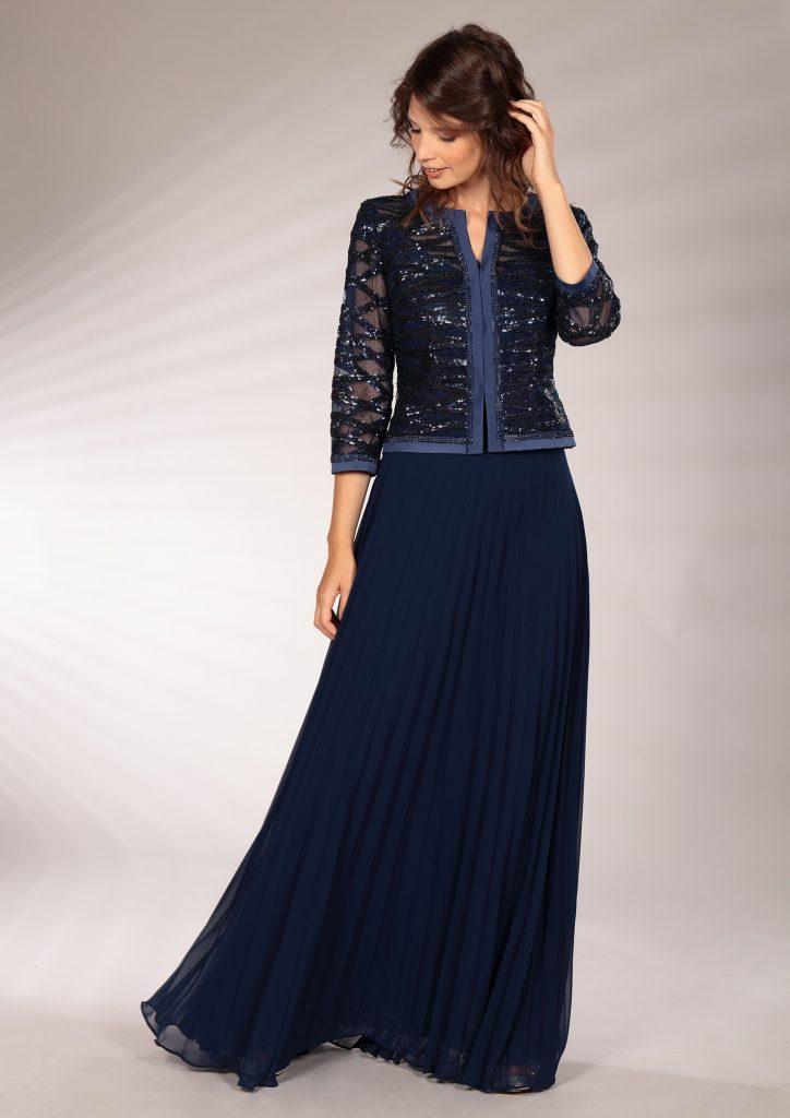 In questa immagine un modello che fa parte della collezione di abiti da cerimonia per le mamme Musani 2021.