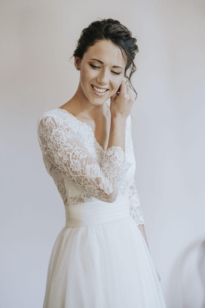 In questa foto di Alessio Arrigoni la sposa si prepara prima delle nozze