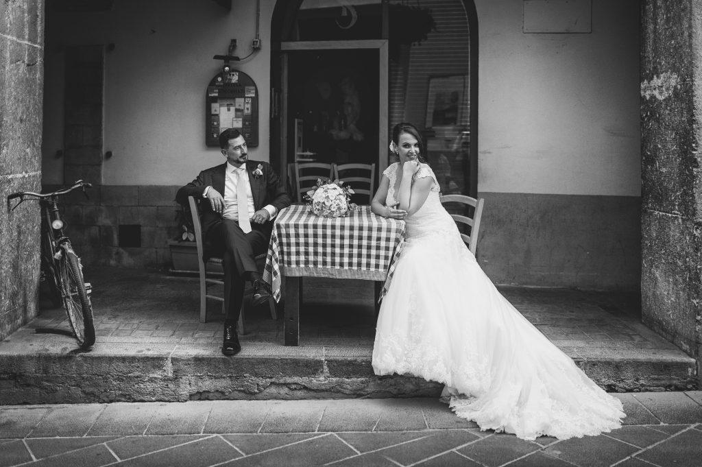 In questa foto di Alfonso Longobardi gli sposi sorridono felici