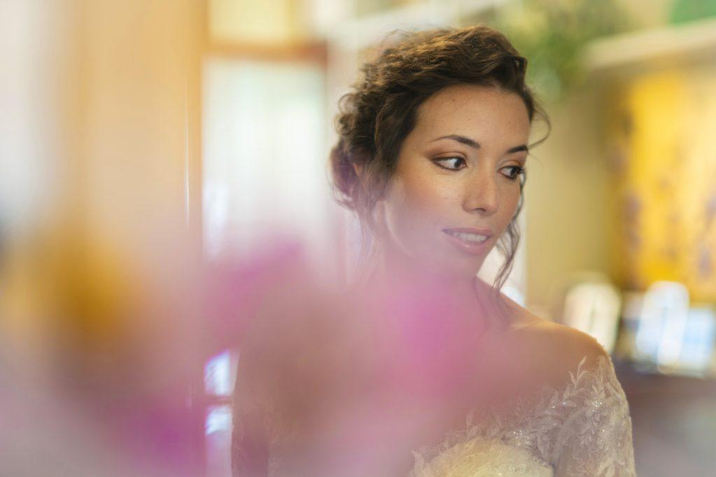 In questa foto dello studio Foto Aiello la sposa è visibilmente emozionata