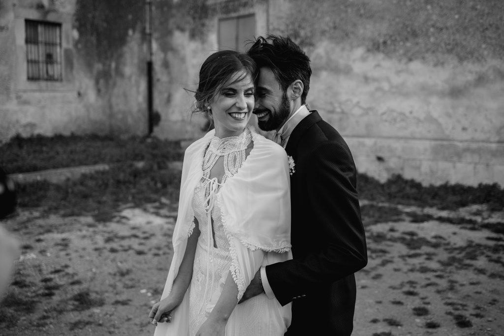 In questa foto di Paolo Berretta un momento di complicità degli sposi