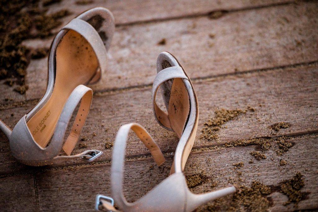 In questa foto di Raffaele Rotondo le scarpe della sposa