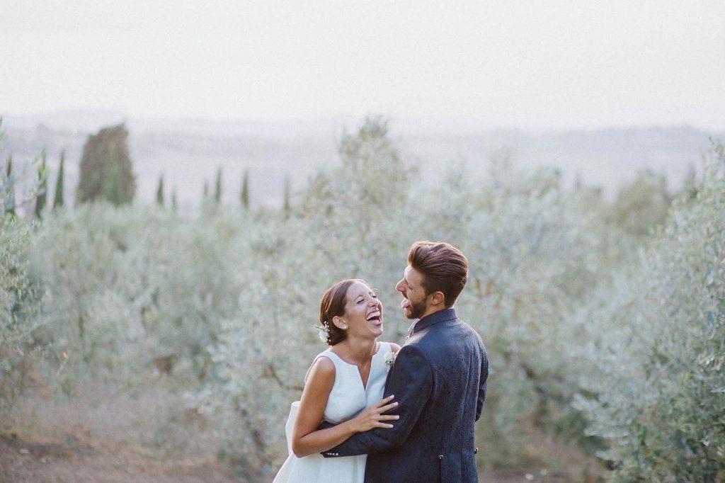 In questa foto di Sofia Balli Wedding studio una coppia sorride felicemente