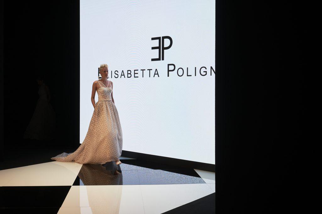 in questa foto un nuovo abito della collezione 2022 di Elisabetta Polignano