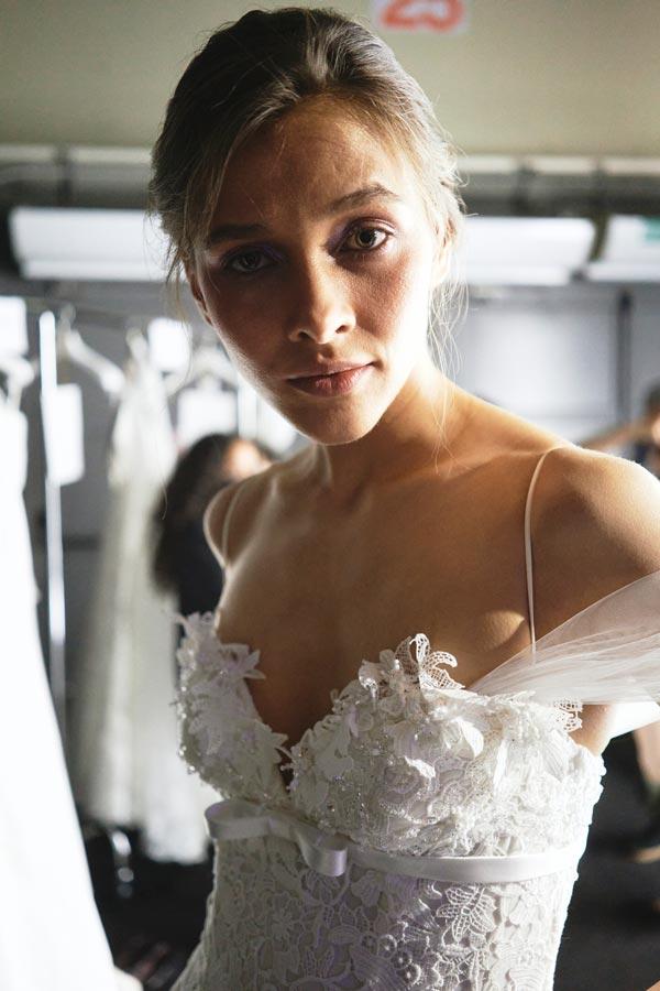 In questa foto un abito con corpetto in pizzo di Bellantuono Bridal Group 2022