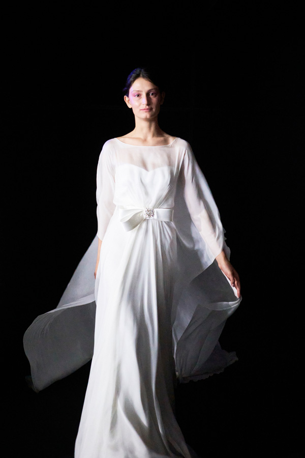 In questa foto un abito leggerissimo della collezione Blumarine Sposa 2022