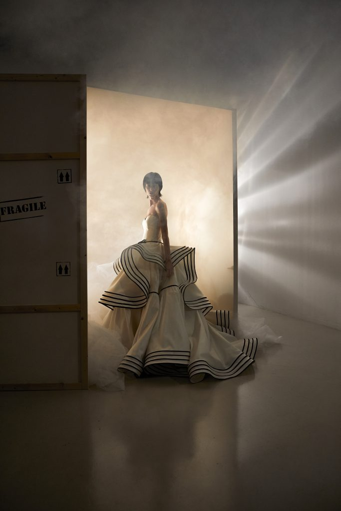 In questo scatto un'immagine della sfilata della nuova collezione sposa Antonio Riva 2022