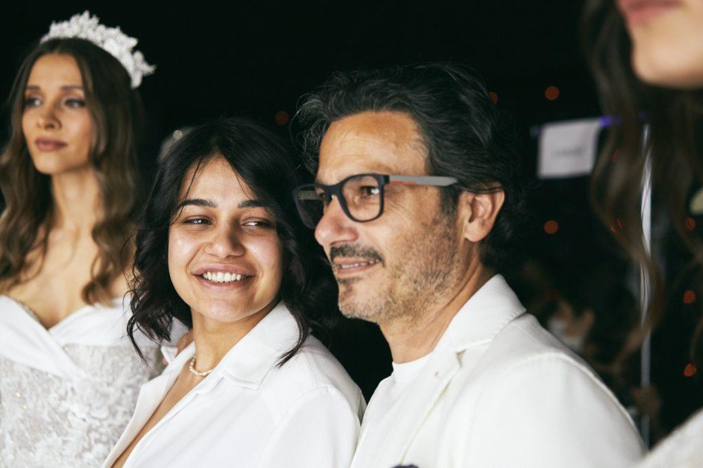 In questa foto Camilla Elena guarda il padre con occhi pieni di amore