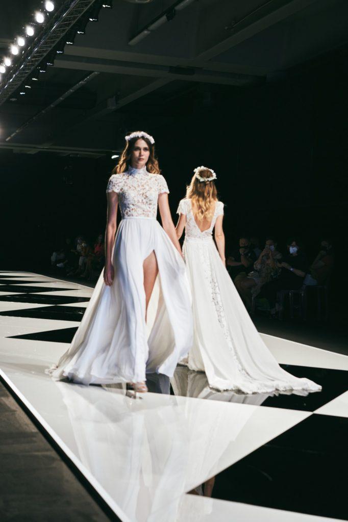 In questa foto un abito con corpetto in pizzo delle collezioni sposa Maison Signore 2022