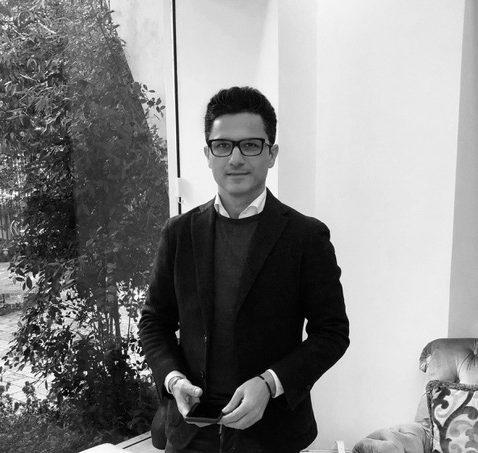 In questa foto Gino Signore, patron del brand Maison Signore che sarà protagonista del Si Sposaitalia 2021 a Milano