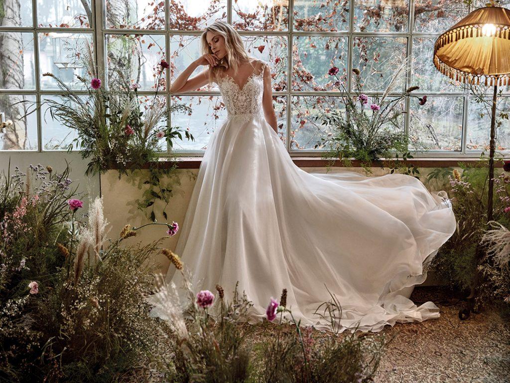 In questa foto un abito della collezione Nicole Colet 2022