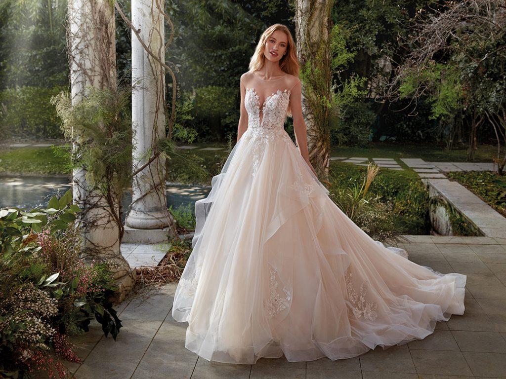 In questa foto un abito da sposa principesco della collezione della maison