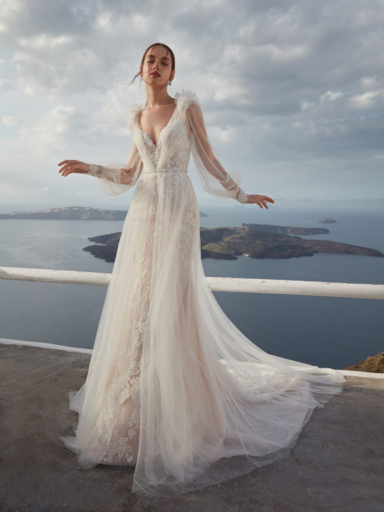 In questa foto un abito da sposa della collezione firmato da Nicole Cavallo