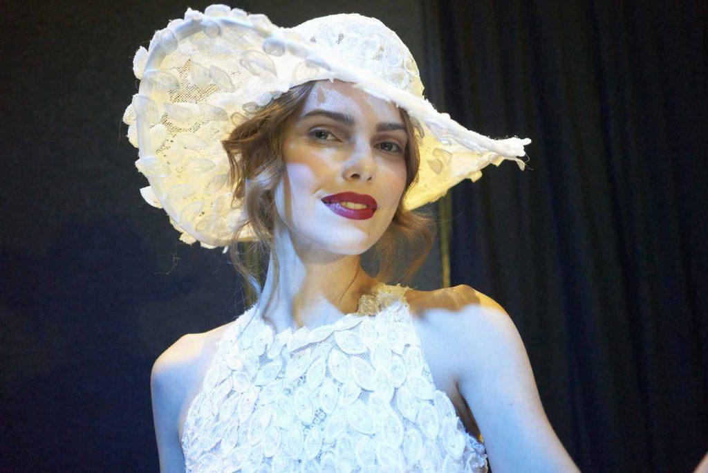 In questa foto un cappello che fa parte della collezione 2022 della Maison italiana