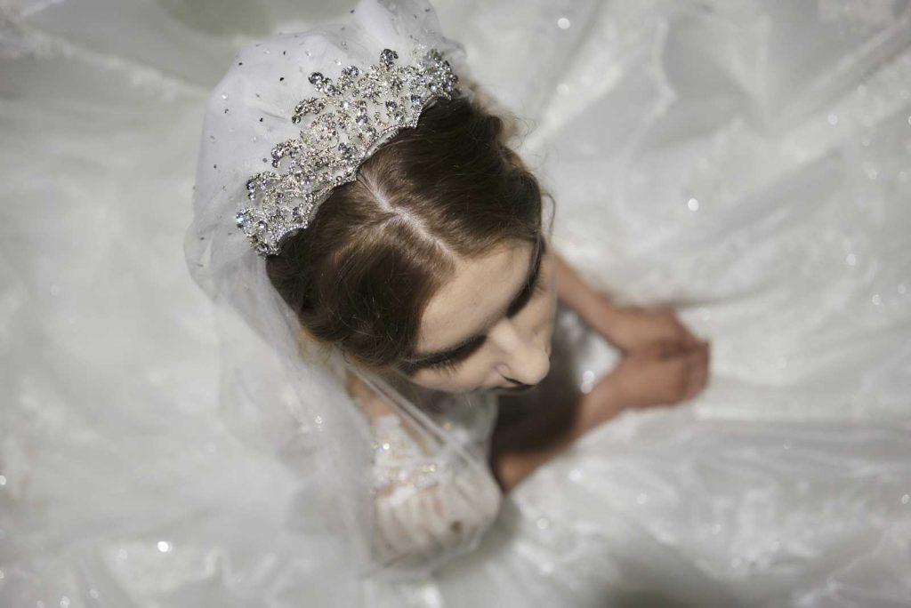 In questa foto una tiara preziosa che fa parte della collezione 2022 della Maison italiana