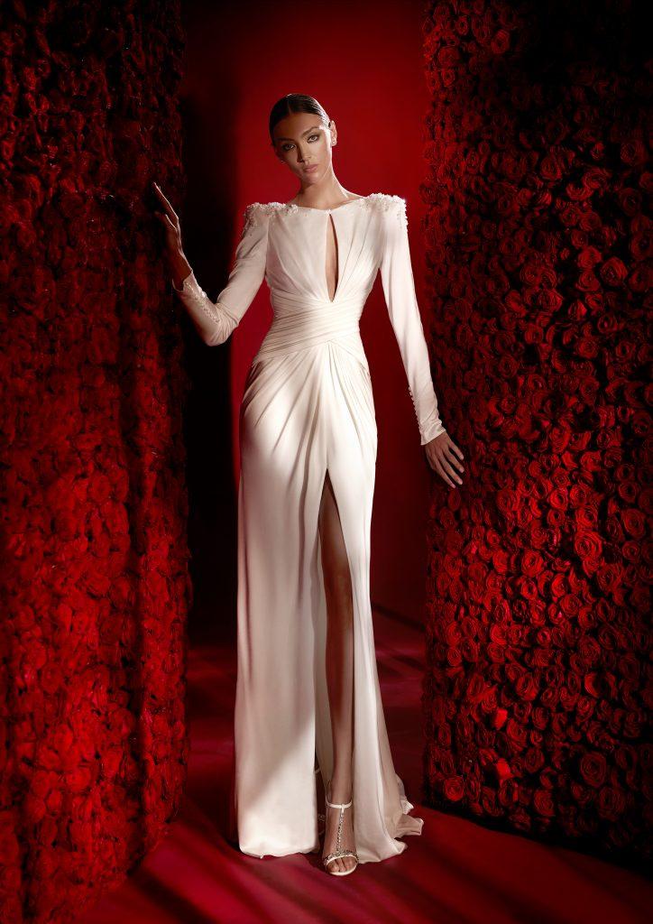 In questa foto un abito in seta della collezione 2022 della Maison spagnola