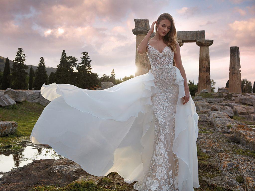 In questa foto un abito della collezione Nicole Milano 2022