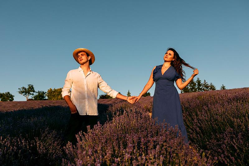 In questa foto Andrea e Giorgia in un campo di lavanda