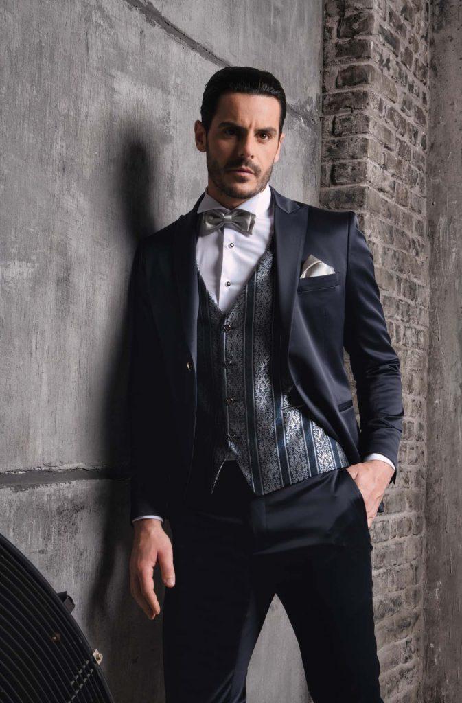 In questa foto un abito della collezione Luigi Convertini 2022