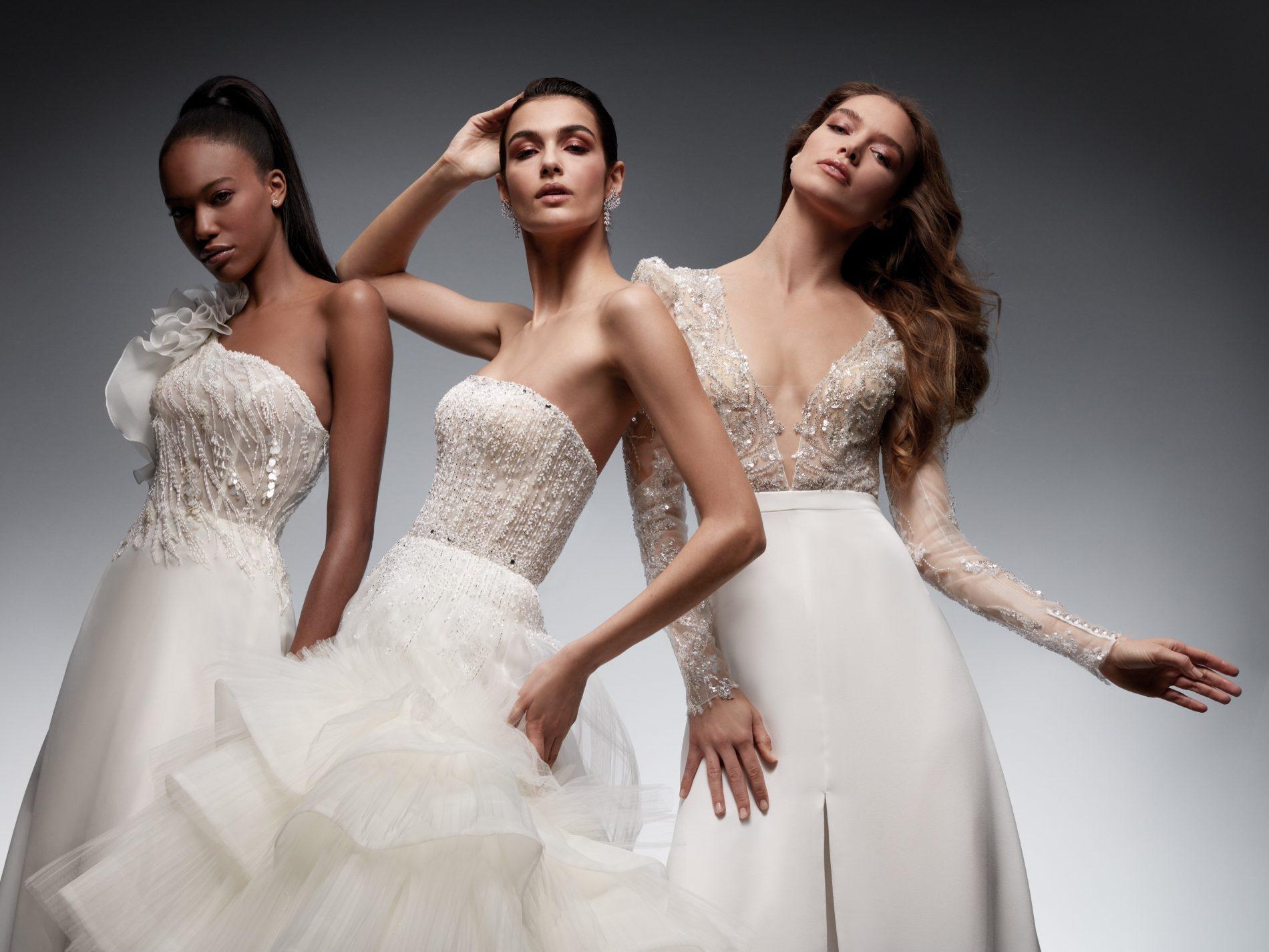 In questa foto tre modelle posano indossando 3 abiti da sposa Nicole 2022, della linea Couture