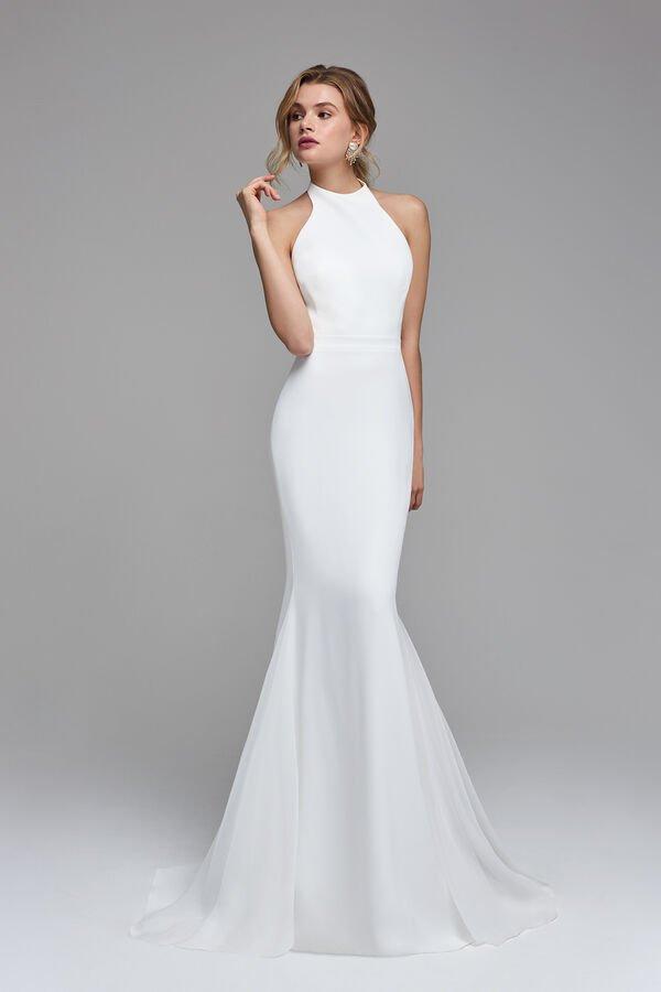 """In questa immagine un modello minimal che risponde alla domanda """"sposa a 60 anni come vestirsi""""?"""