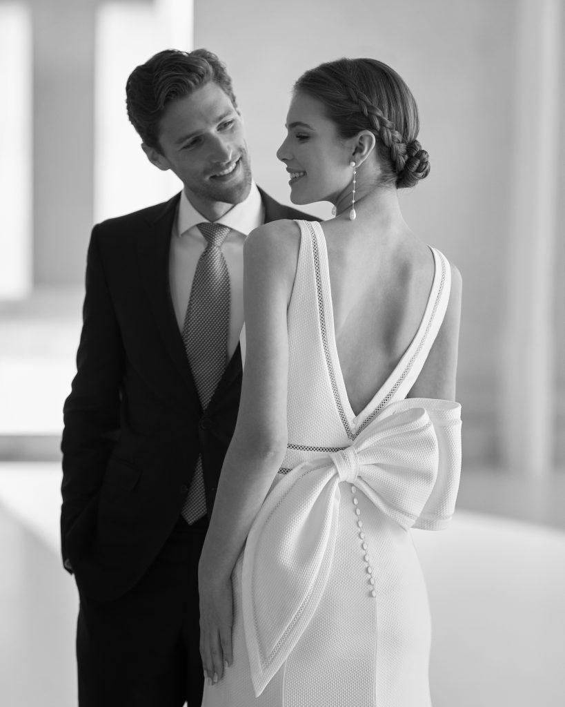 In questa immagine un abito della linea Couture della Maison spagnola