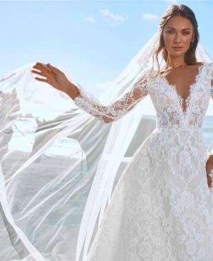Abiti da sposa Pronovias 2022, leggiadria ispirata alla natura