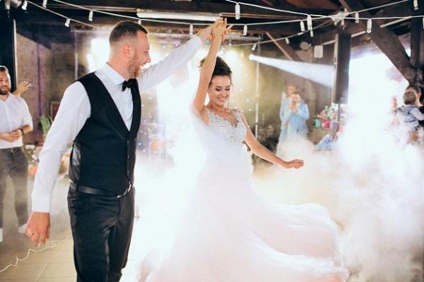 In questa foto il ballo degli sposi
