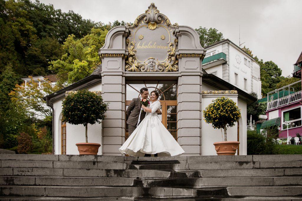 In questa immagine uno scatto che ritrae una coppia di sposi.