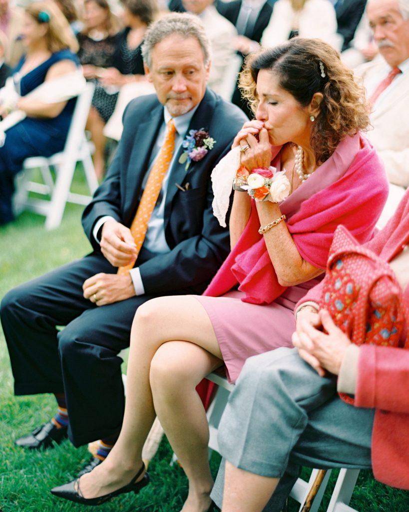 In questa foto il rito simbolico del ring warming durante un matrimonio civile