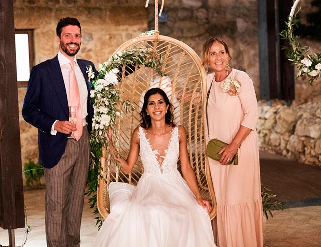 In questa foto la wedding planner di Palermo Antonella Candido con gli sposi Marta e Roberto