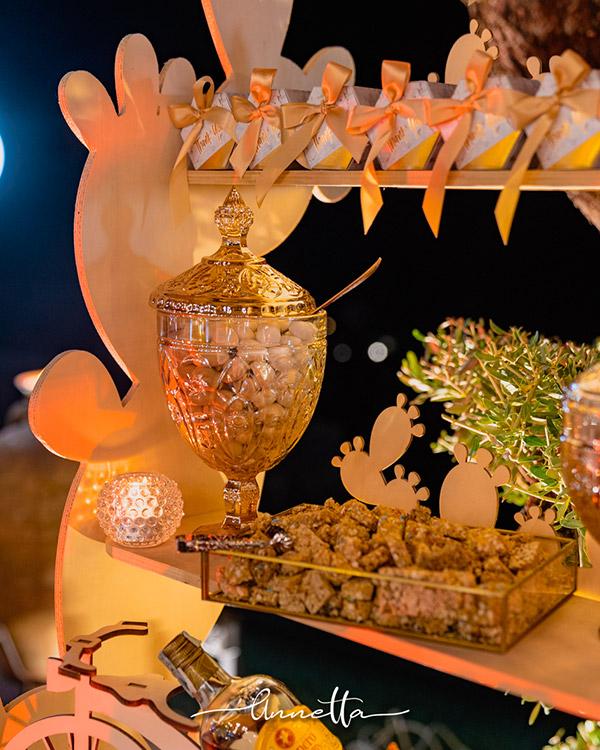 In questa foto un elegante allestimento per confettata curato da Annetta Diamoci delle Arie