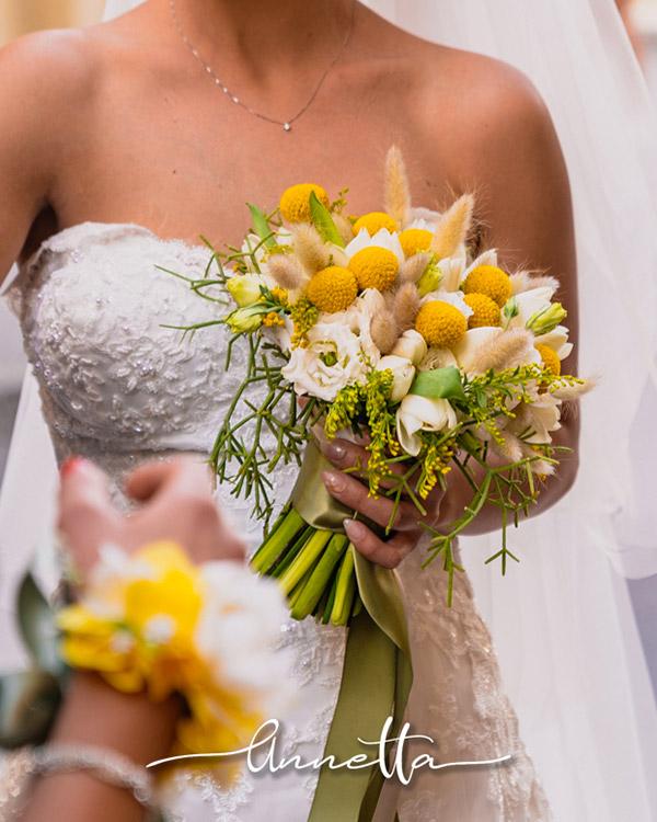In questo scatto un bouquet di fiori dai toni del giallo