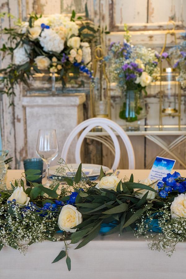 In questa foto un allestimento per nozze uniche dai toni del blu