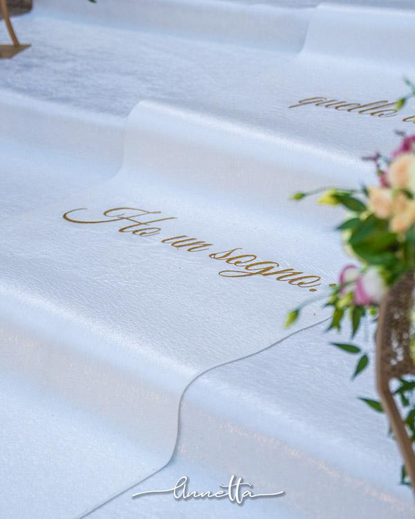 In questa foto un allestimento per nozze uniche in Sicilia firmate da Annetta Diamoci delle Arie