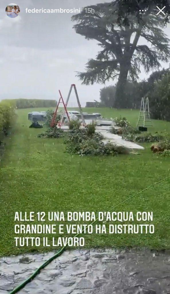 In questa immagine l'allestimento distrutto dalla tempesta.