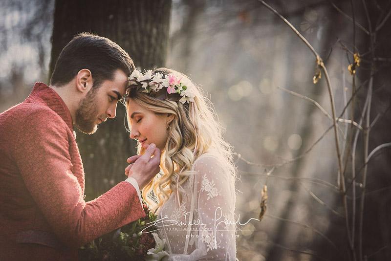 In questa foto una coppia di sposi