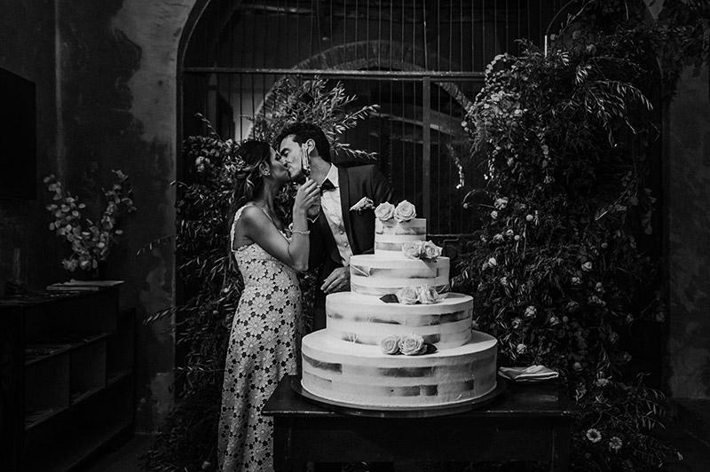 In questa foto il magico momento del taglio della torta