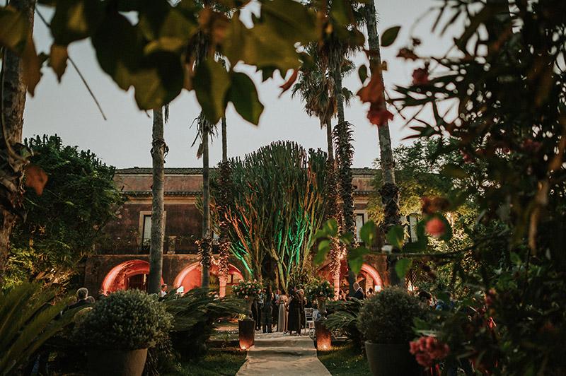 In questa foto la location dallo stile siciliano scelta per le nozze