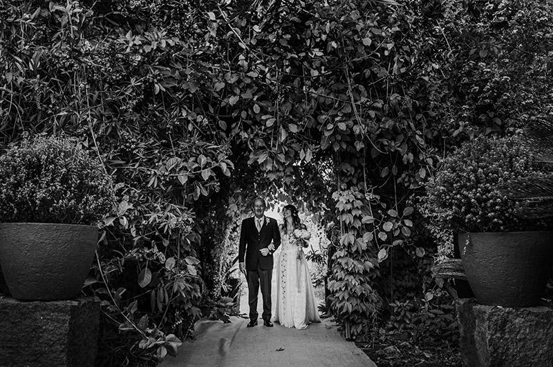 In questa foto l'ingresso della sposa nel luogo della cerimonia simbolica
