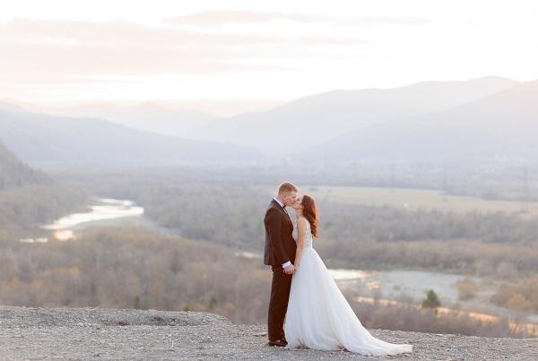 Una coppia di sposi durante le riprese video matrimonio a Catania