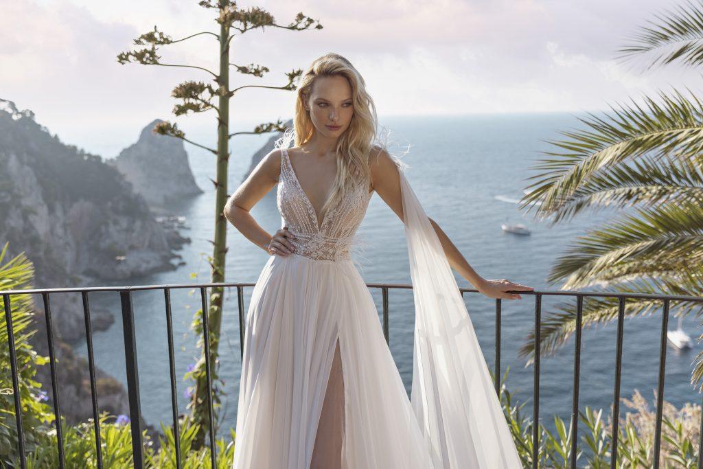 In questa foto un modello di abiti da sposa Michela Ferriero 2022